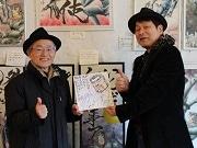 葛飾で平松伸二漫書展 デビュー作の担当編集が来場、笑顔でツーショットも