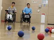 葛飾・水元の体育館でレクリエーションボッチャ パラリンピック正式種目で世代交流