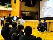 葛飾・金町の教習所が一之台中学校で出張交通安全教室 「事故減らしたい」