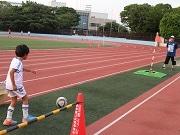 葛飾・南葛SCの試合会場でフットゴルフ体験会 サッカーボールをカップイン