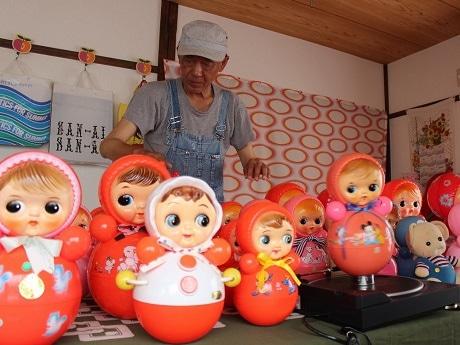 柴又のレトロ喫茶で「おもちゃの音の展覧会」 おもちゃがかなでる懐かしの音
