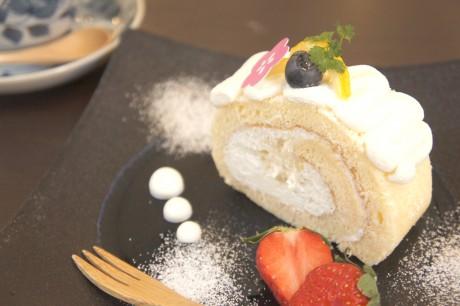 川越産蜂蜜、ユズを使った新作ロールケーキ