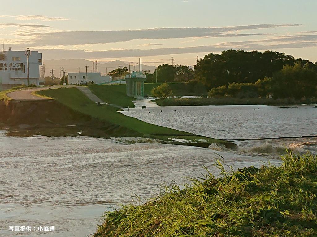 決壊した越辺川の様子(国道254号方面より)