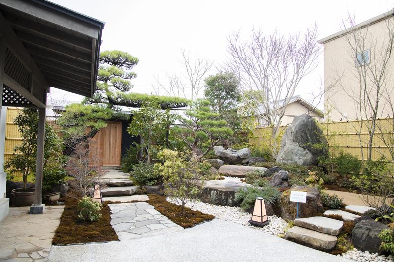紋蔵庵の日本庭園