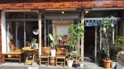 川崎駅東口の「むーすこーひー」1周年 築58年の靴店を改装
