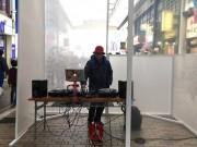 川崎・銀柳街に「未来への箱」 にぎわい創出目的にアーティストらパフォーマンス