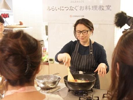 川崎野菜の魅力を知る上島亜紀さんが考えたレシピを実践