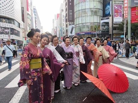 18日には、10時30分から参加者が東海道を練り歩く「そぞろ歩き」(=パレード)も予定