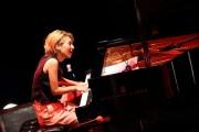 ピアニストの桑原あいさんに「アゼリア輝賞」 「かわさきジャズ」での演奏も
