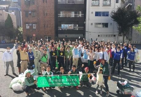 川崎駅周辺で清掃活動を行ったメンバー一同