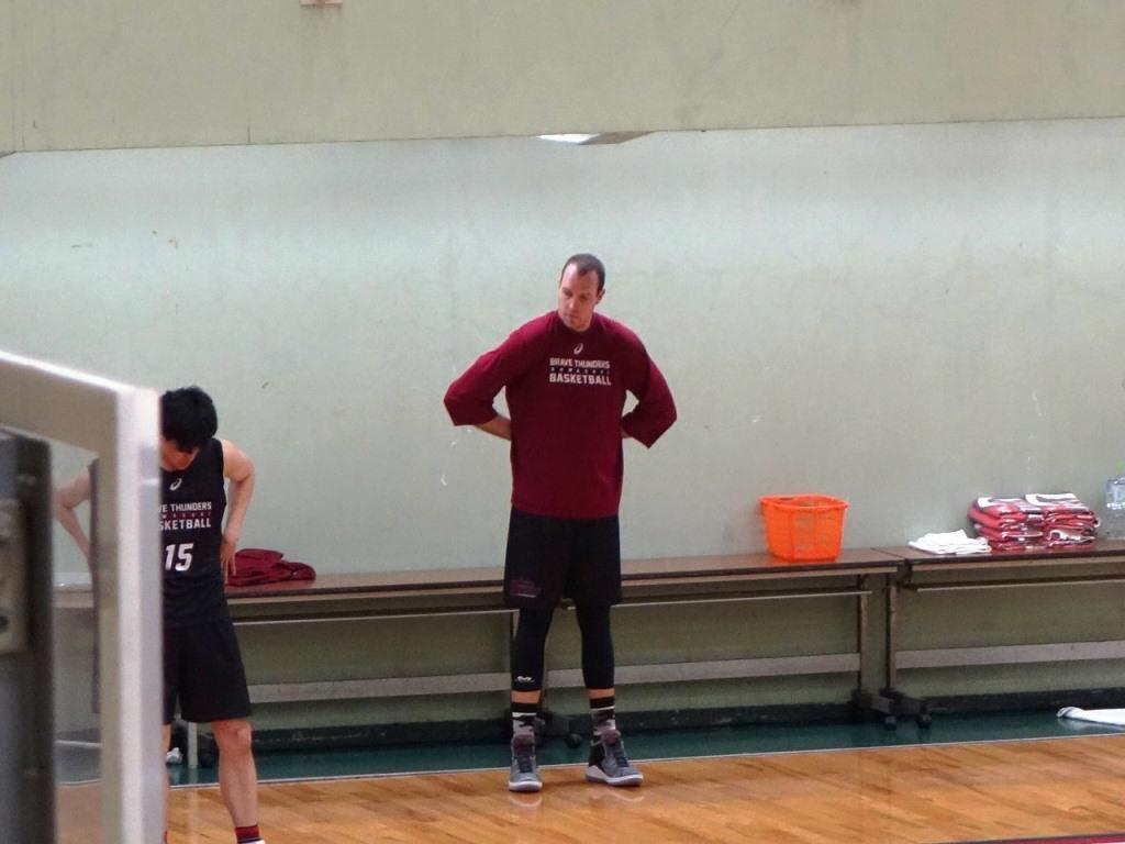東芝小向体育館で前日練習をするニック・ファジーカス(撮影=4月26日)