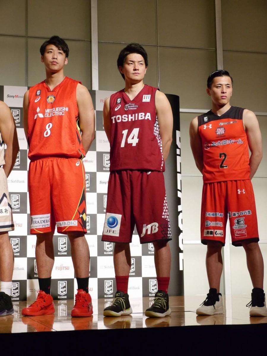 「B.LEAGUE CHAMPIONSHIP 2017-2018」記者会見の様子(センター=辻直人選手)
