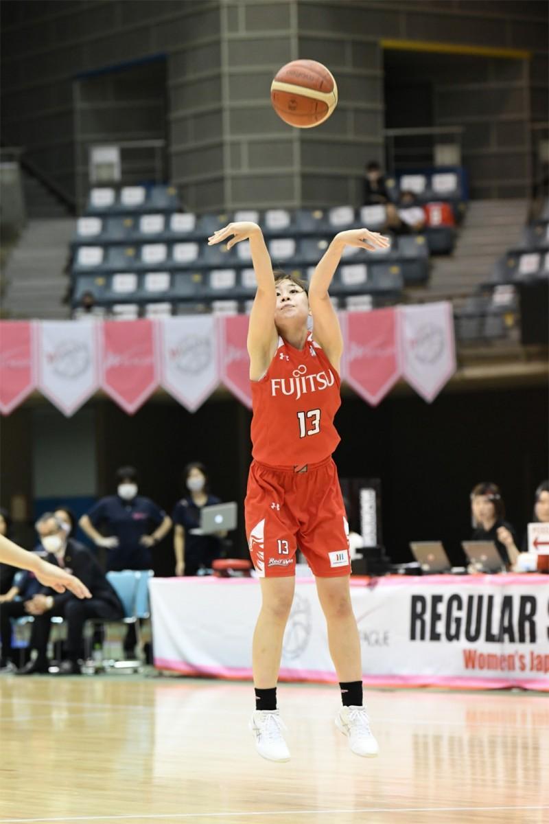 シャンソン化粧品とのゲームで活躍する谷口二千華選手(#13)。撮影=斉藤豊(神奈川県バスケットボール協会)