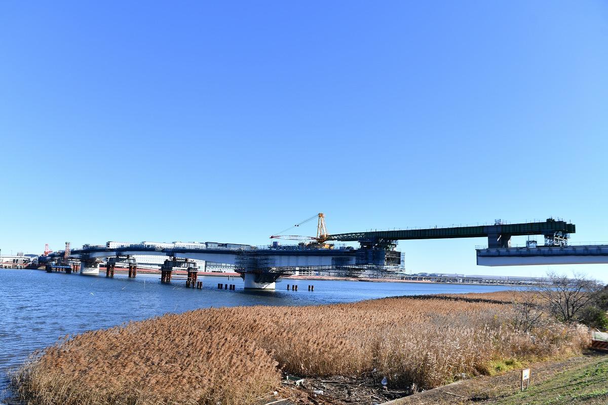 川崎~羽田を結ぶ「羽田連絡道路」。840メートルの内、5月6日に中央部の工事が完了している。(撮影=加藤恵三)