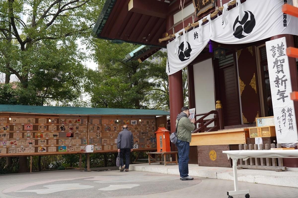「稲毛神社」(川崎市川崎区宮本町)で「有名人慈善絵馬展」