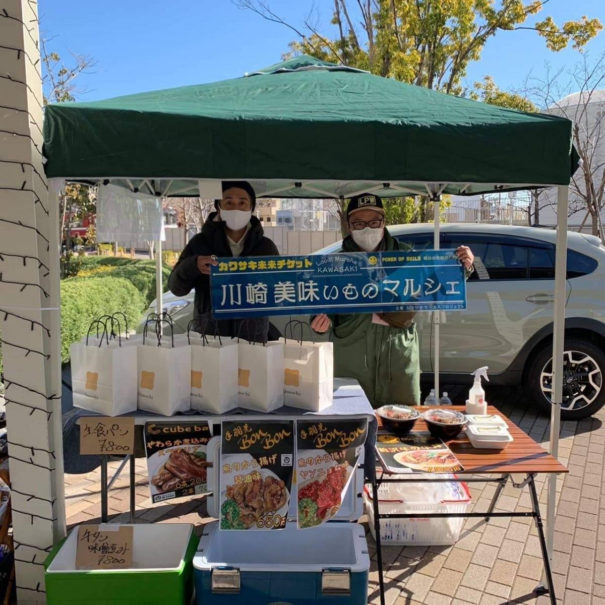 企画を支援したプロジェクトメンバーの荻原直也さん(右)