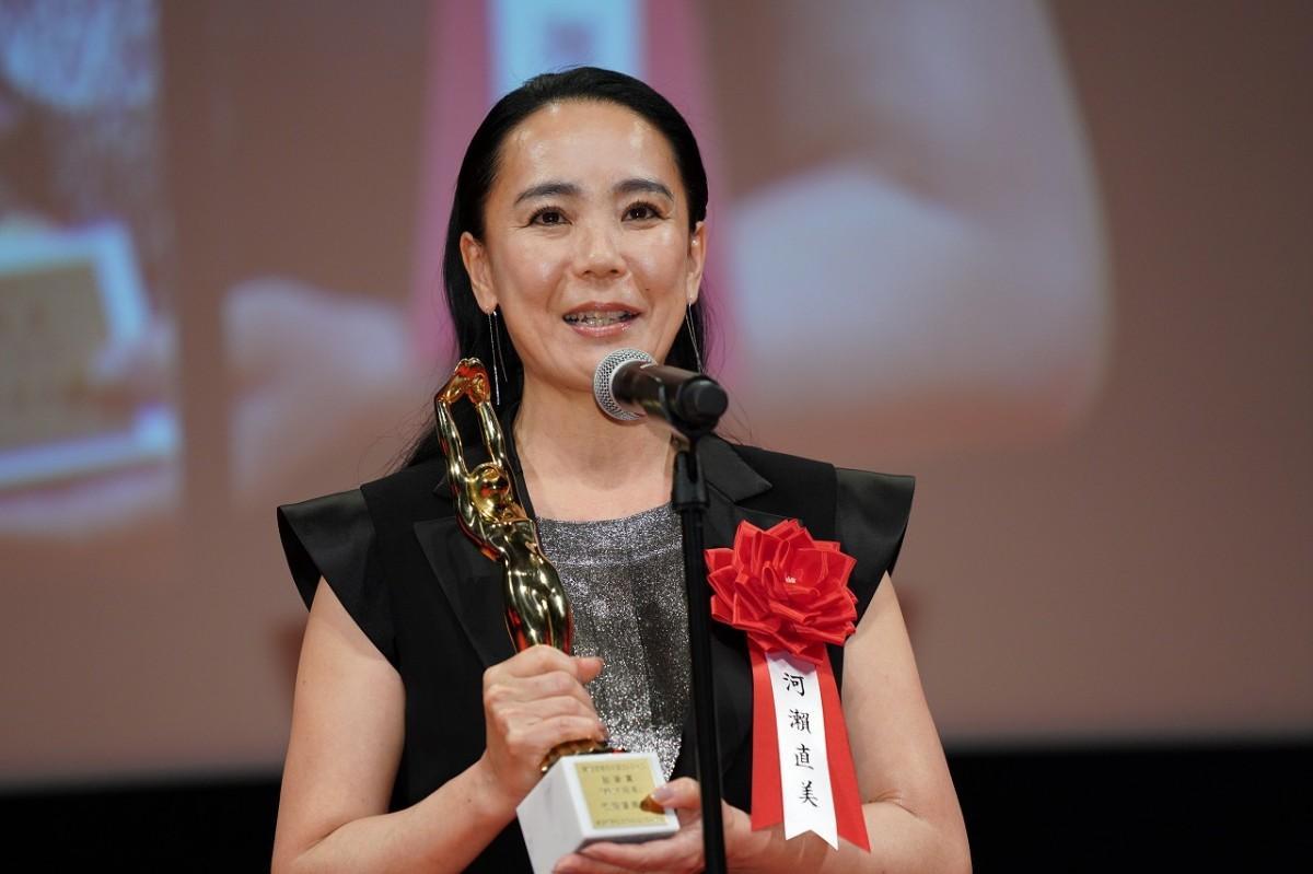 最新作「朝が来る」が第75回毎日映画コンクールで監督賞に選ばれ表彰される河瀨直美監督(2月17日・めぐろパーシモンホール)