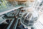 成蹊大学、図書館を新設-空中に球体型閲覧室