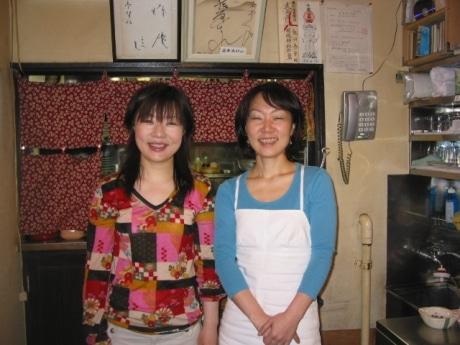 横丁の名物姉妹、飯田恭子さんと園江さん