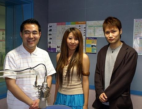 むさしのFMの番組「発信!わがまち・武蔵野人」出演した植松秀美さんの様子。左から 西アナウンサー、植松さん、WolfJunkさん