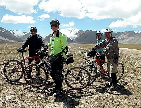 72歳で自転車による日本一周を達成した佐々木直さんは、その後、中国、キルギスも自転車で走破した