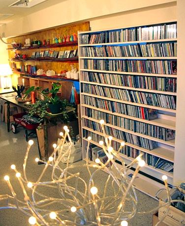 店内には廃盤になったCDなど音楽マニアには堪らない名盤が並ぶ