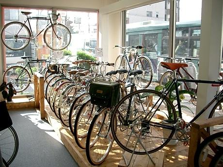 オリジナルフレームに日本、イタリア、フランス製のパーツを組み合わせ、オリジナル自転車をオーダーすることができる
