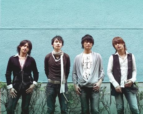 クラシカルポップスバンド「Everly」のメンバー。左から、小向忍さん、水野宇高さん、松尾賛之さん、松尾悟郎さん