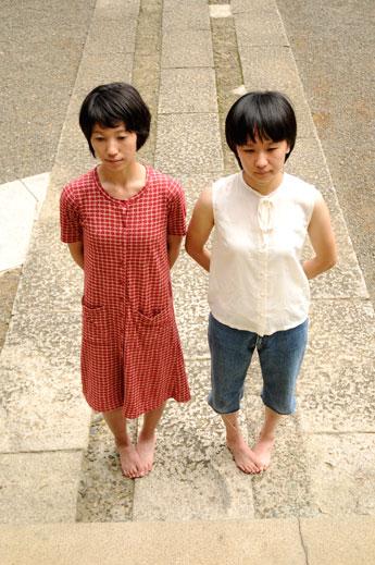 ダンスデュオ「ほうほう堂」の新鋪美佳さんと福留麻里さん ©Ririko Arai