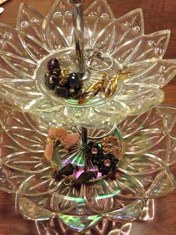 吉祥寺のギャラリー石田で展示販売されるカーニバルグラスとビーズアクセサリーのイメージ