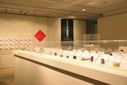 三鷹のギャラリーで「根付~江戸と現代を結ぶ造形~」展 300点を一堂に