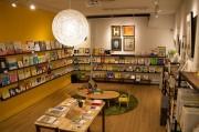 三鷹に絵本を中心としたセレクト書店「よもぎBOOKS」