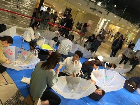 前回アトレ吉祥寺で開催された傘のペイントイベントの様子