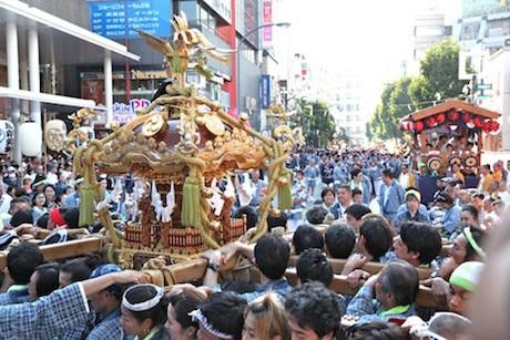 武蔵野市で毎年秋に開催される「吉祥寺秋まつり」の様子