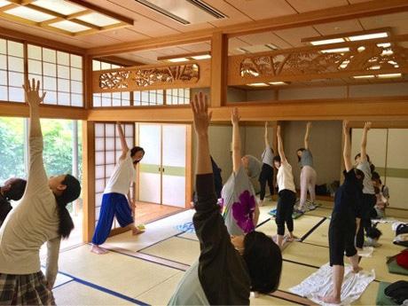 武蔵野プレイスでチャリティーヨガイベント 国際協力と健康に興味がある女性を対象に