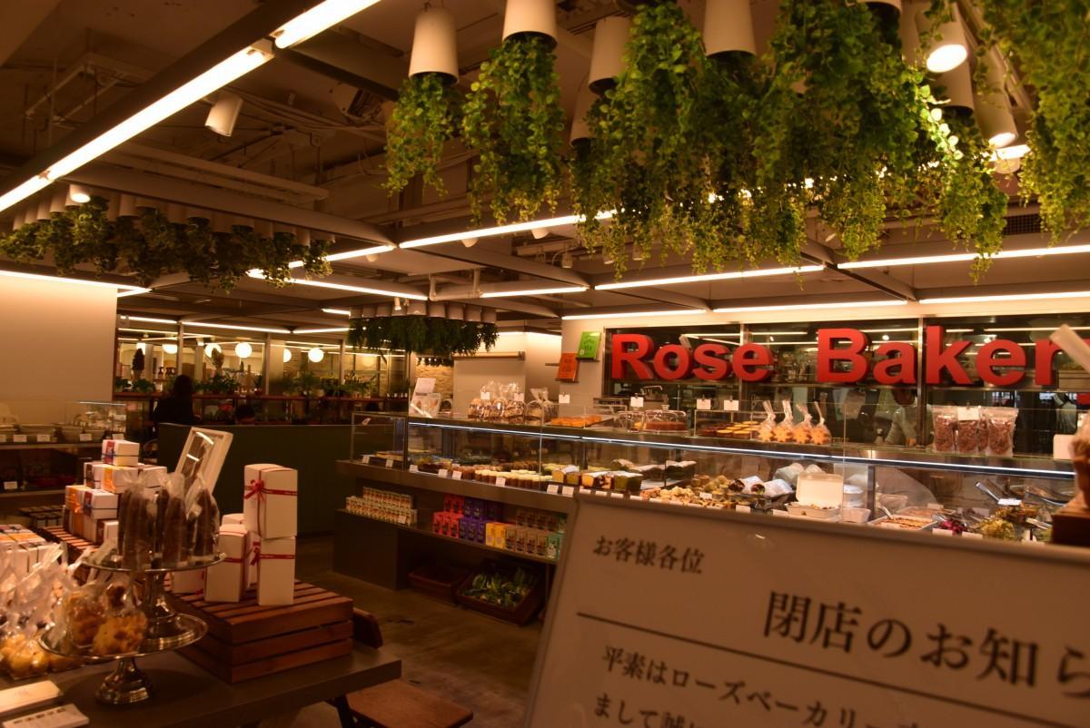 1月14日に閉店するローズベーカリー。入口はアトレ吉祥寺1階「はなびの広場」正面