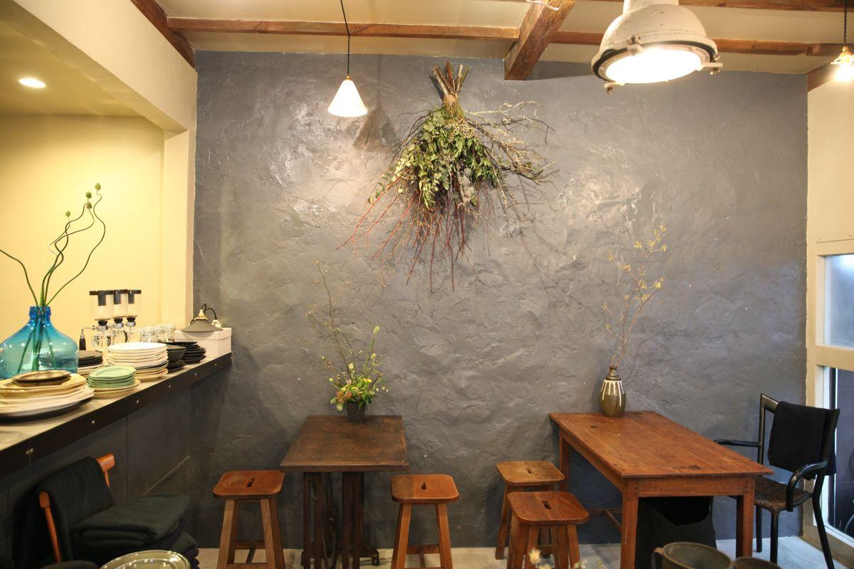 吉祥寺の「ヒトクサ・カタチ製作所」店内に併設された「クロモジコーヒー」