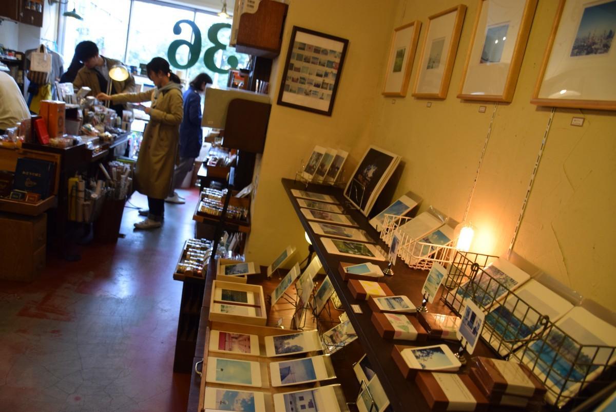 店内ギャラリー「ココノタナ」で開催されている「岡崎直哉 ふうけい展」