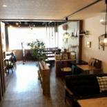 武蔵野市のカフェで古本と菓子のマルシェ 地元ゆかりの本集めた書棚も