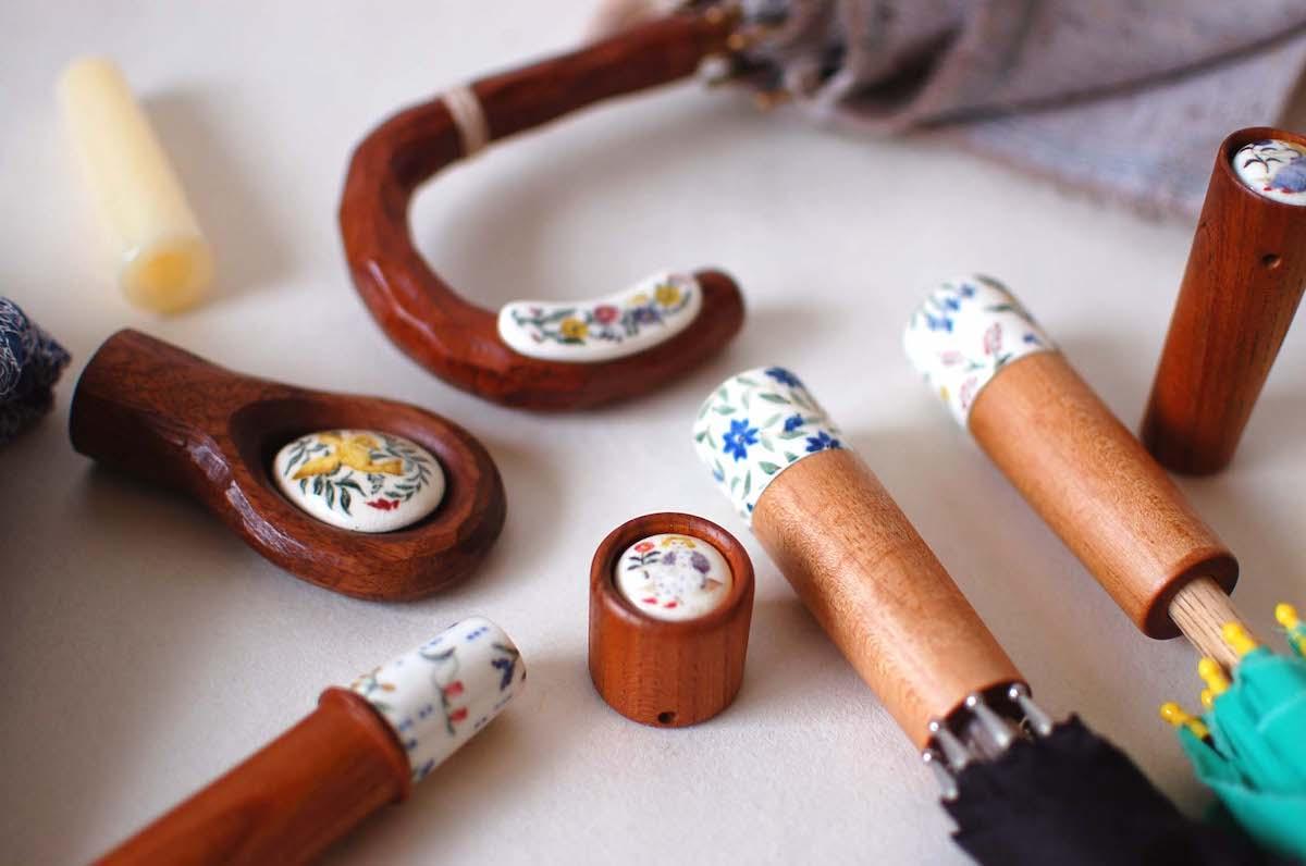 「イイダ傘店」が陶芸家、山野辺彩さんと制作する傘の持ち手