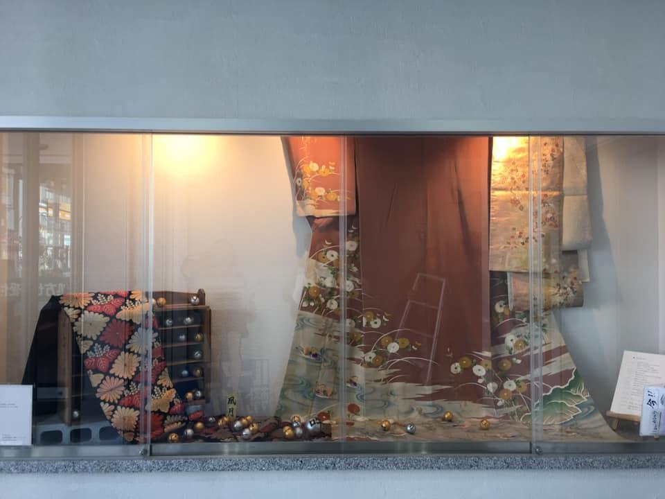 「クオラ ギャラリー」で展示中の凰月さんの作品