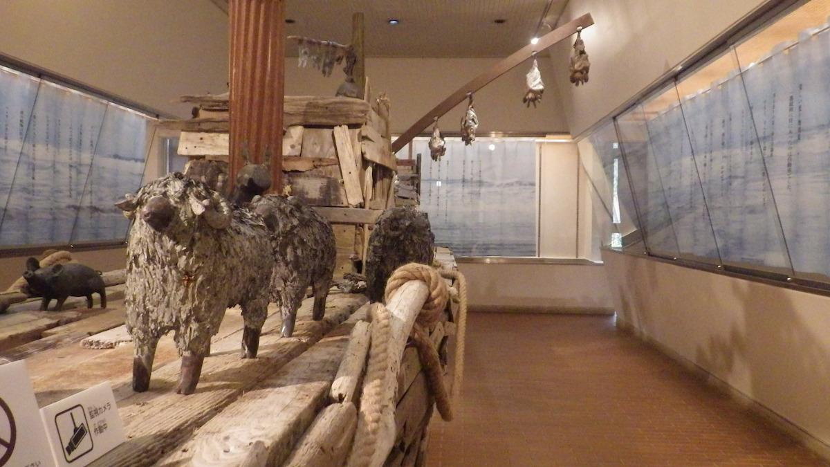井の頭自然文化園で開催されている企画展「どいて どいて 舟がでるよ」展示の様子