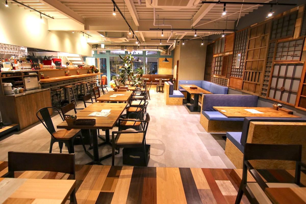 吉祥寺にオープンした「Cafe 247」の内観