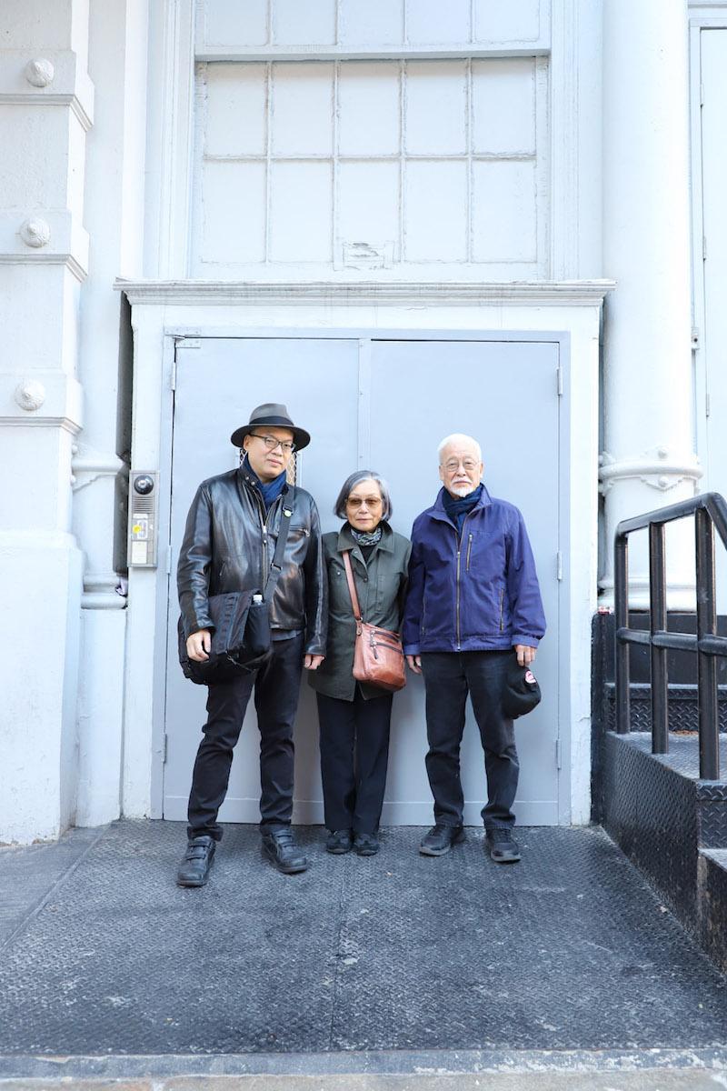 左から依田洋一朗さん、母・順子さん、父・寿久さん