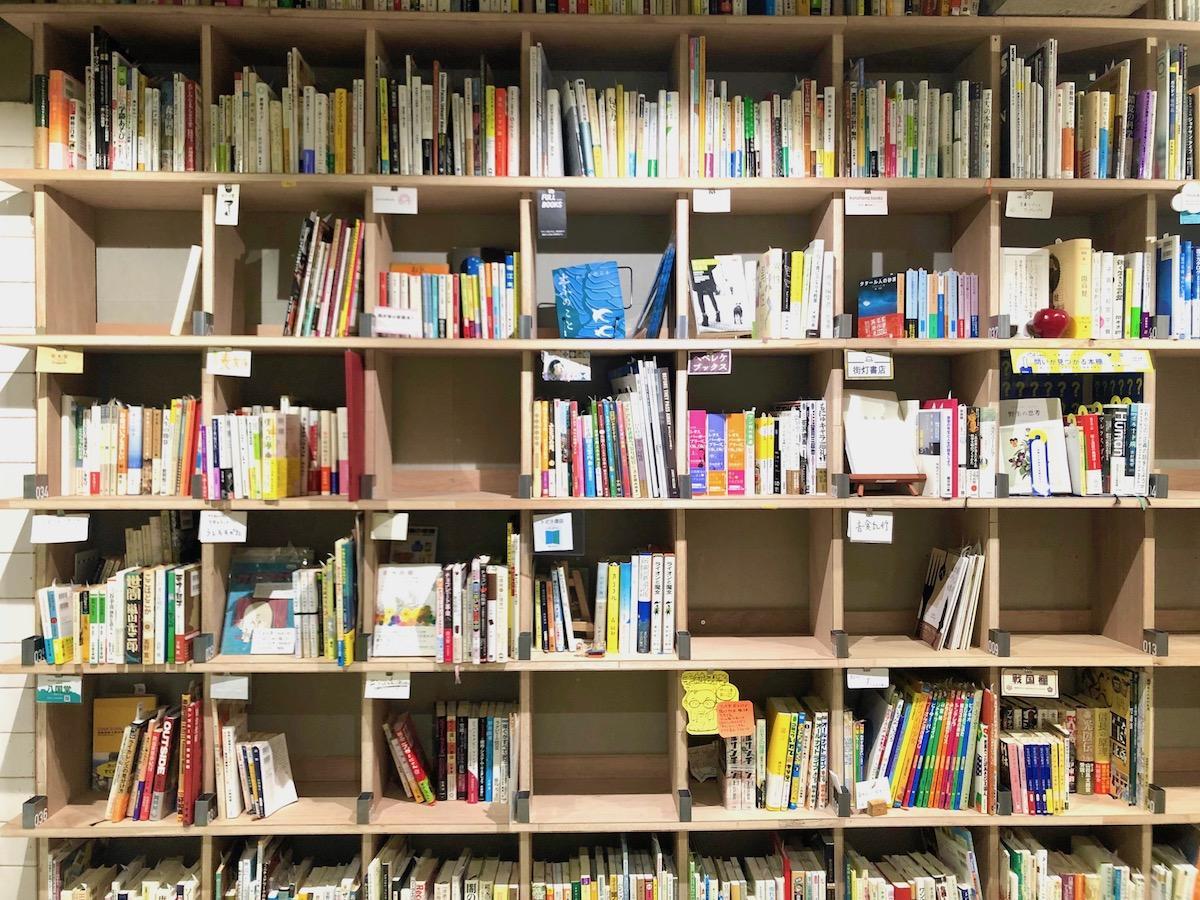 地下1階の「ブックマンション」本棚の様子