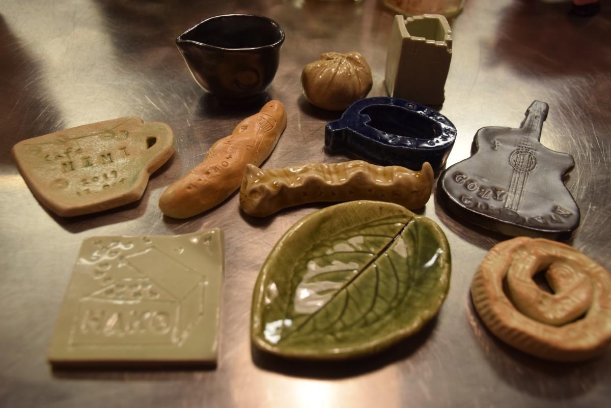 陶芸ワークショップで作る器や置物の見本