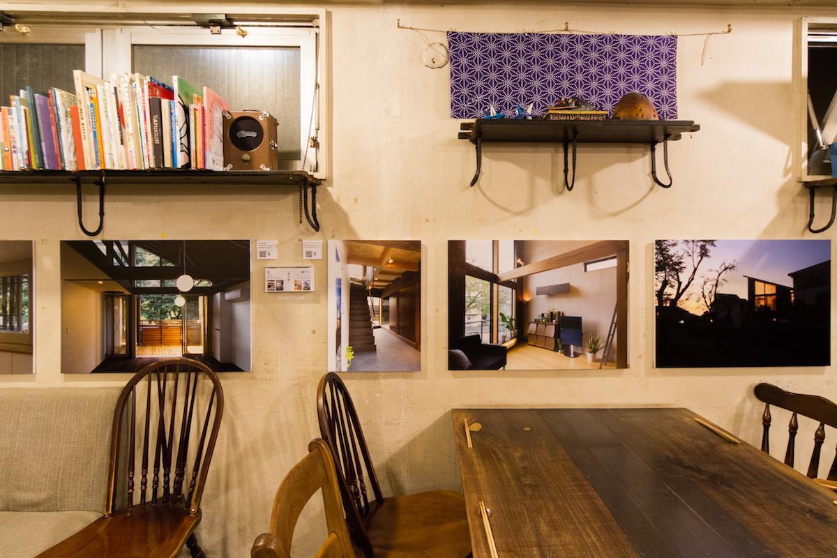 「リトルスターレストラン」店内の展示風景