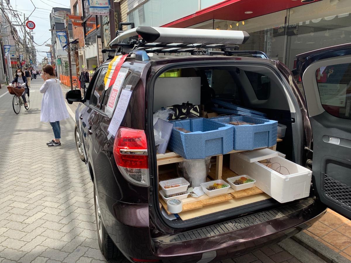 移動形式で届ける「ーガンバレ吉祥寺プロジェクトーKICHI.MESHI(キチメシ)!!」販売の様子