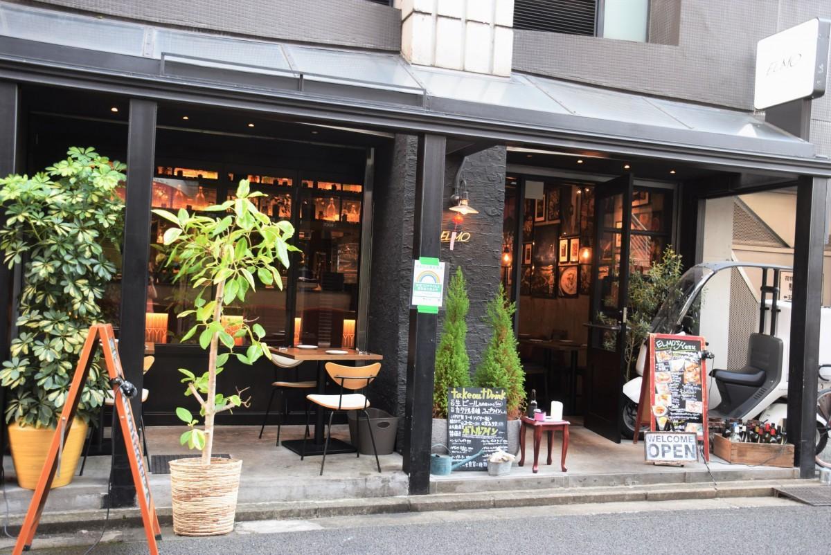 井の頭公園に続く七井橋通りに平行する一本入った通りに店を構えるELMOの外観
