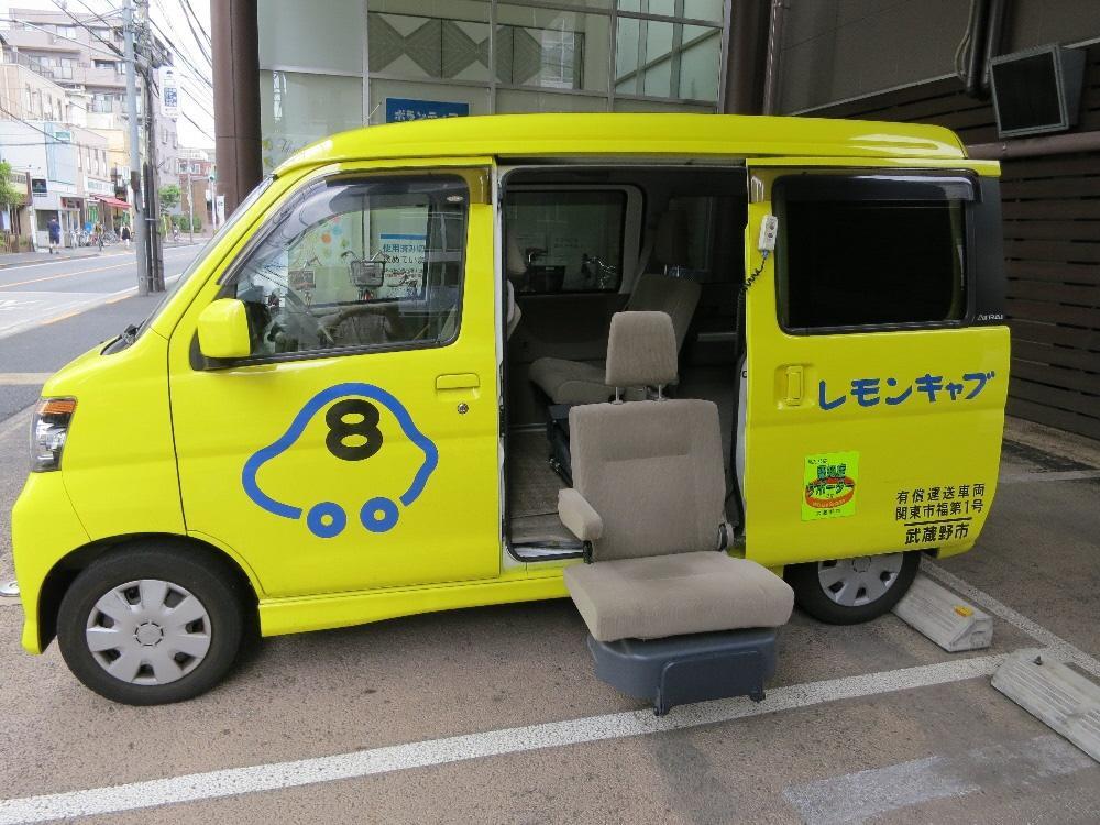 吉祥寺を縦横無尽に走る福祉型軽自動車「レモンキャブ」の仕様 車いすのまま乗れる